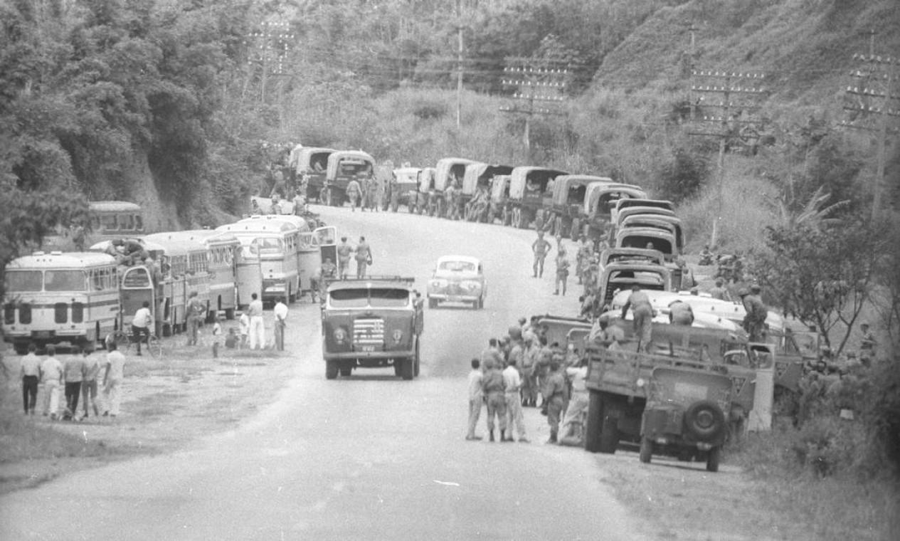 Em Resende, encontro de tropas a caminho do Rio de Janeiro Foto: Agência O Globo