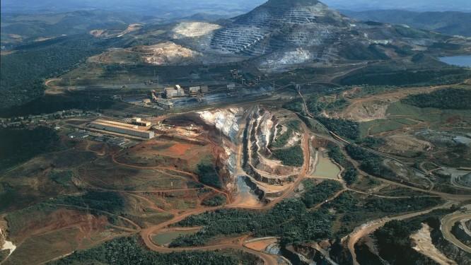 Em Itabira, Minas Gerais, a mineradora Vale tem 15 barragens Foto: DEA / PUBBLI AER FOTO / De Agostini/Getty Images