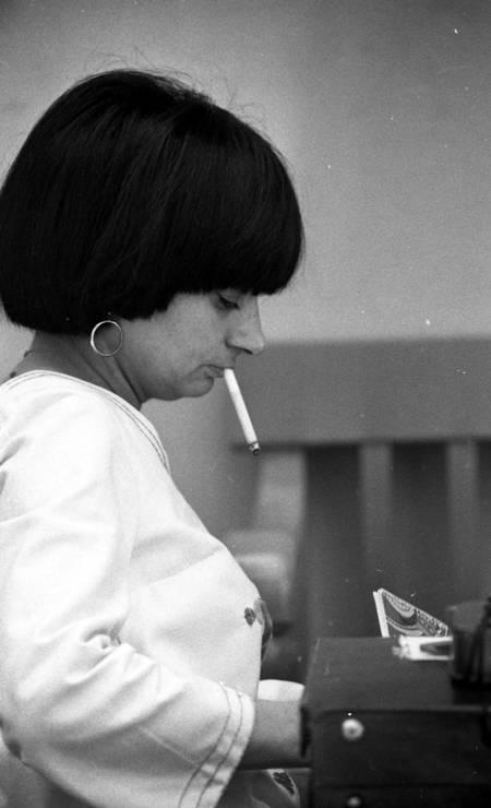 """Com 40 anos na época, Varda já era uma diretora consagrada pelo sucesso de """"Cléo das 5 às 7"""" Foto: Arquivo o Globo / Agência O Globo"""