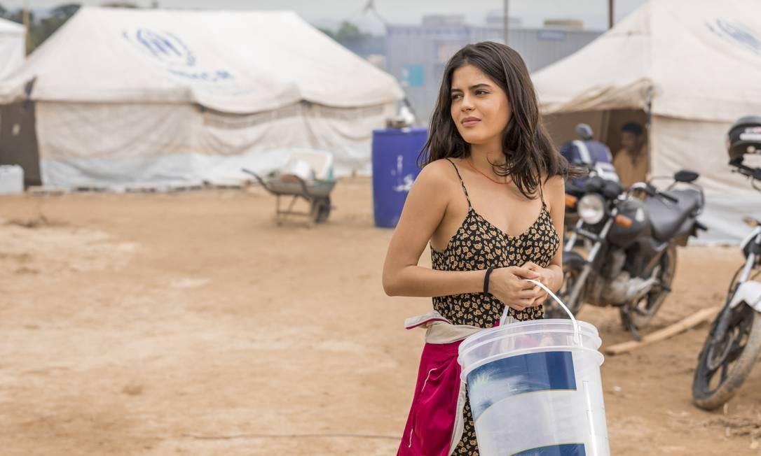 Julia Dalavia é a protagonista Laila Faiek. Determinada, a mocinha vê a vida ruir quando sua casa na Síria é destruída por um bombardeio Foto: TV Globo/Paulo Belote