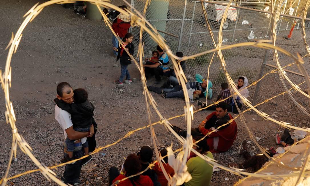 Imigrantes da América Central ficam detidos por agentes de fronteira dos EUA, em El Paso Foto: LUCAS JACKSON 29-03-2019 / REUTERS