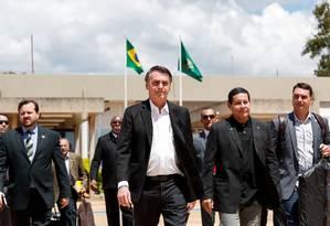 O presidente Jair Bolsonaro e sua comitiva durante partida de Brasília para Israel Foto: Agência O Globo