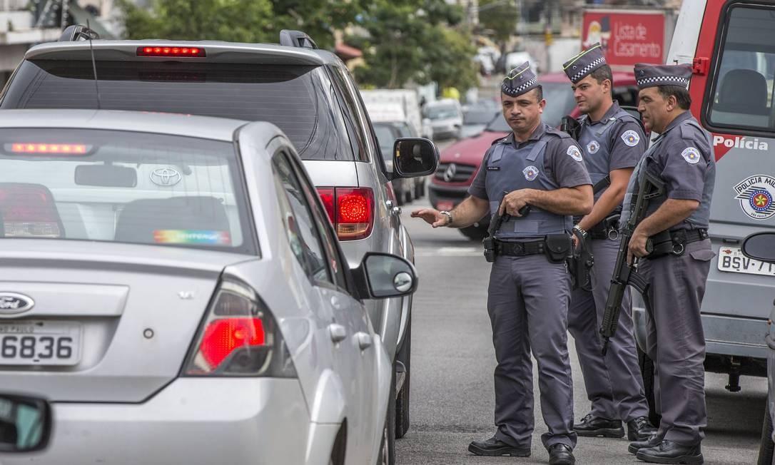 Policiais participam de blitz em São Paulo; estado tem a menor taxa de assassinatos Foto: Marlene Bergamo/Folhapress