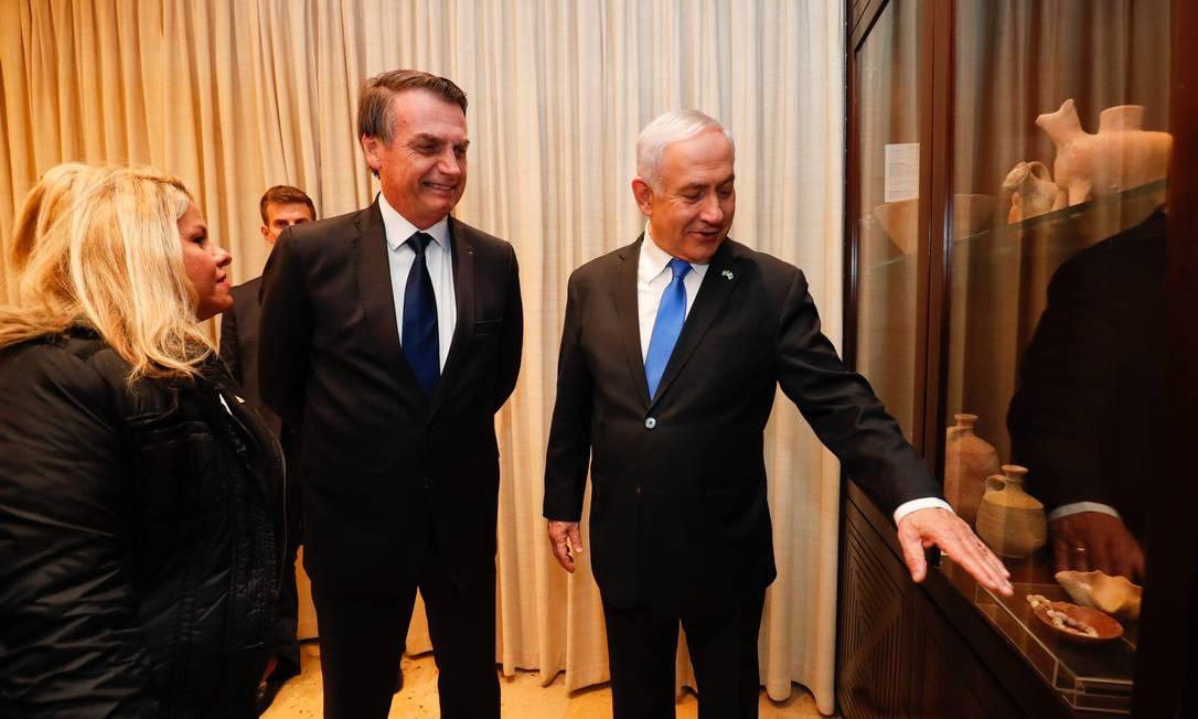 Presidente do Brasil, Jair Bolsonaro, conversa com primeiro-ministro de Israel, Benjamin Netanyahu, durante jantar Foto: Alan Santos/PR / Agência O Globo