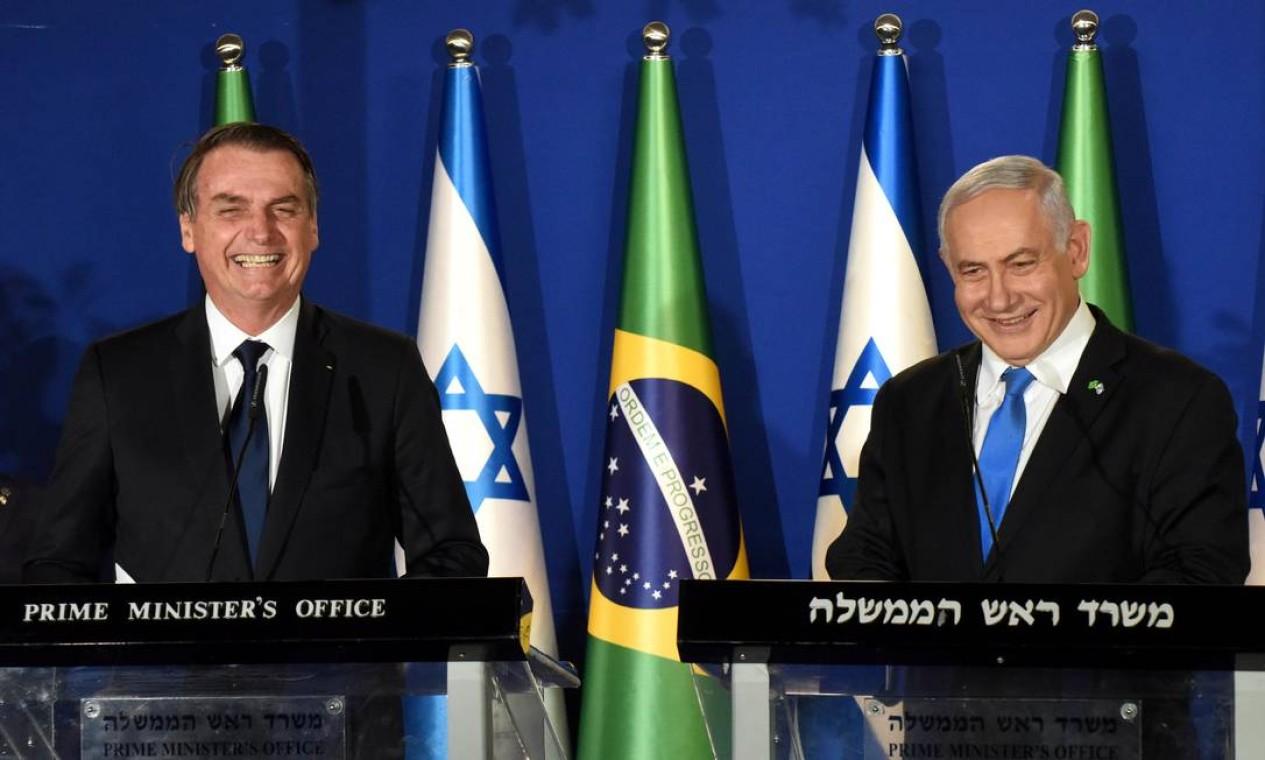 Bolsonaro e o primeiro-ministro israelense, Benjamin Netanyahu, durante coletiva, em Jerusalém, no primeiro dia da visita oficial do presidente brasileiro a Israel Foto: POOL / REUTERS