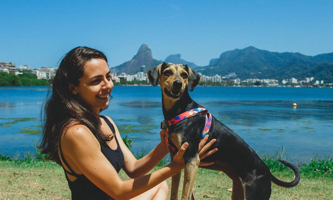 A vira-lata Nutella e a dona, Maria Santos Pieroni Foto: Divulgação/Bruno Bezerra