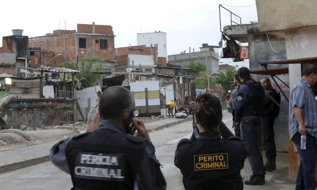 Defensoria Pública do Rio afirmou que a declaração de Witzel reforça a suspeita de que três moradores da Favela de Manguinhos tenham sido baleados por snipers em janeiro Foto: Domingos Peixoto / Agência O Globo