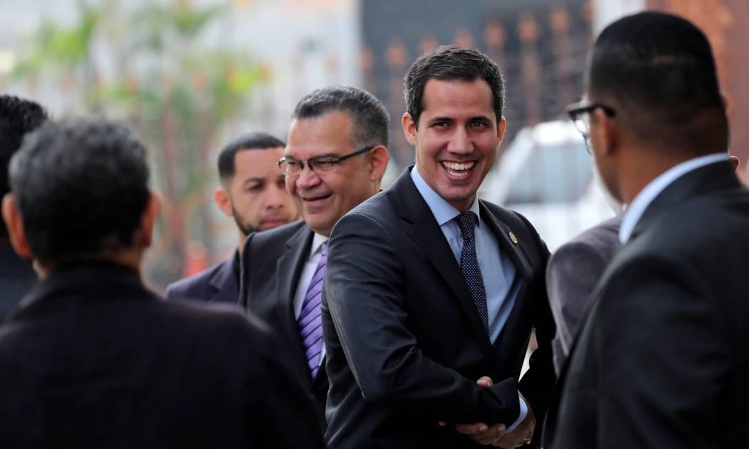 Líder da oposição venezuelana e autoproclamado presidente, Juan Guaidó chega à Assembleia Nacional, em Caracas. A casa reagiu ao pedido do Supremo Tribunal para retirar a imunidade parlamentar de Juan Guaidó Foto: IVAN ALVARADO / REUTERS
