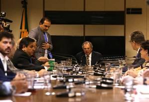 O ministro da Economia, Paulo Guedes em reunião com líderes e a bancada do PSL Foto: Jorge William / Agência O Globo