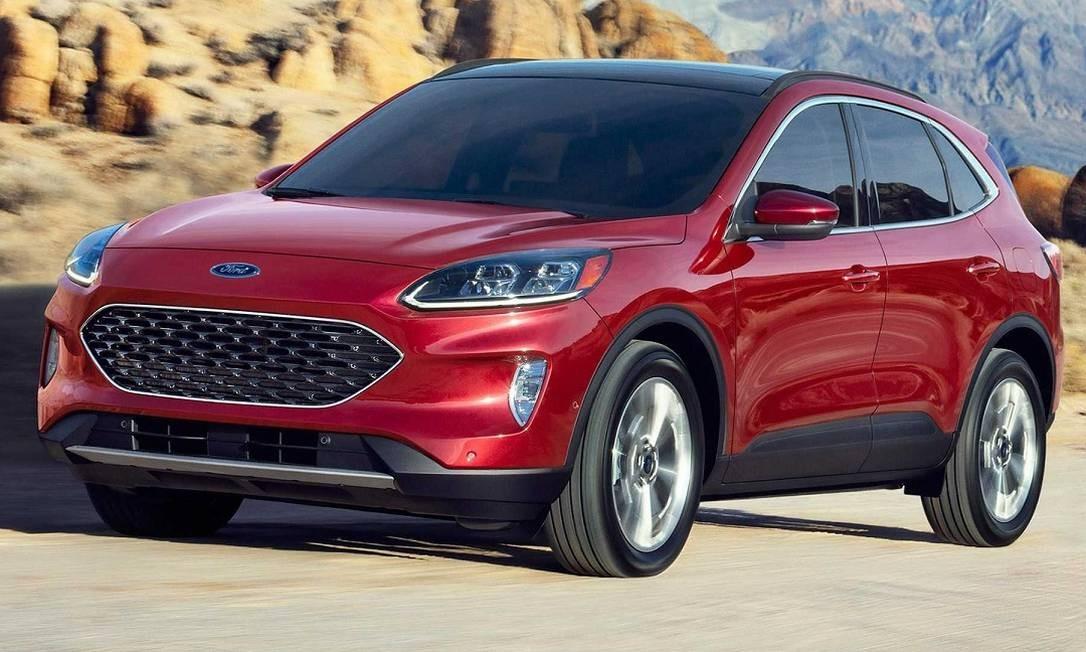 A frente tem elementos do Focus e do Fusion, como a grade generosa com miolo tipo comleia Foto: Divulgação / Ford