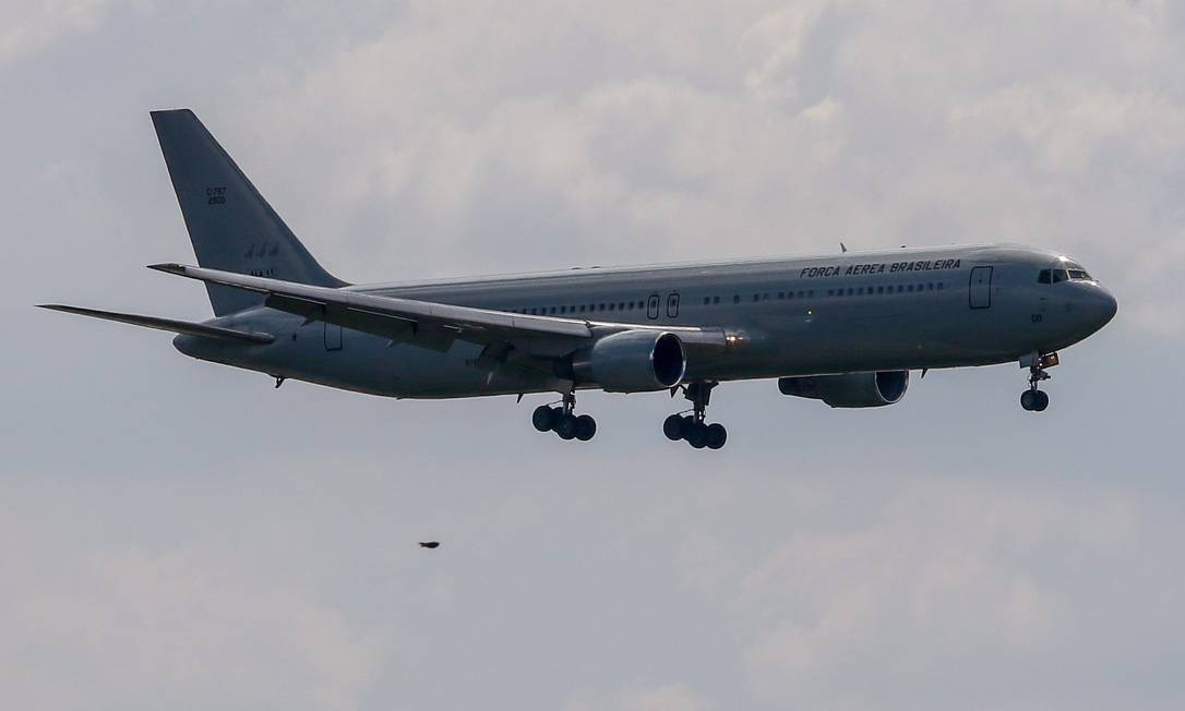 Avião da Força Aérea Brasileira Foto: Thiago Bernardes / Agência O Globo