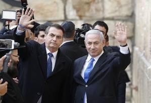 Jair Bolsonaro e Benjamin Netanyahu em visita ao Muro das Lamentações Foto: MENAHEM KAHANA / AFP