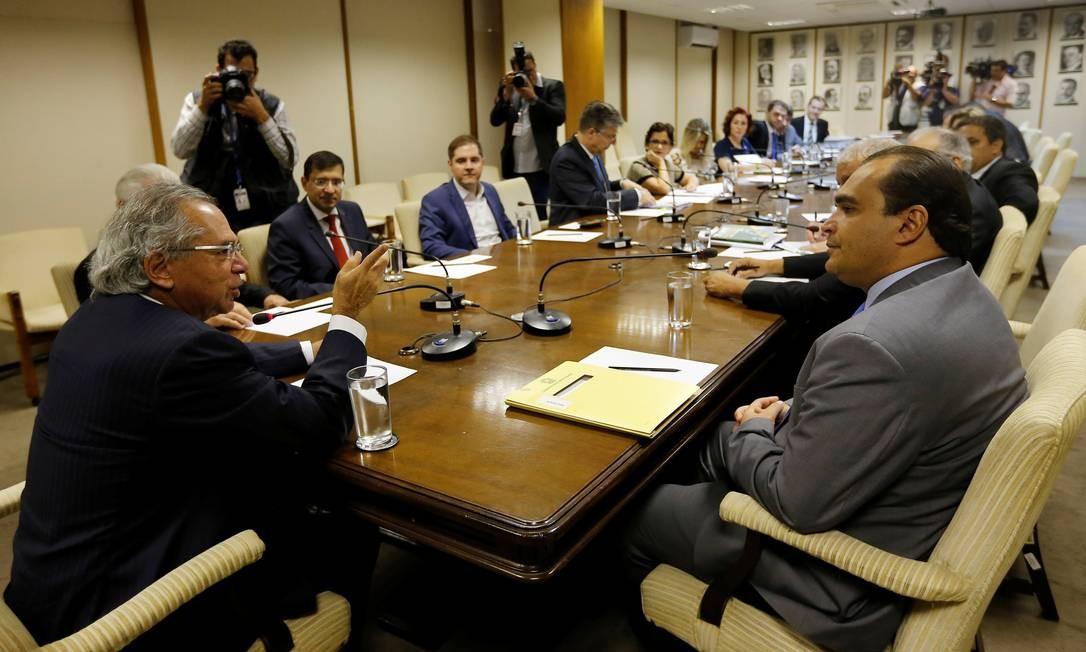 Guedes com líderes e a bancada do PSL no Congresso. Foto: ADRIANO MACHADO / REUTERS