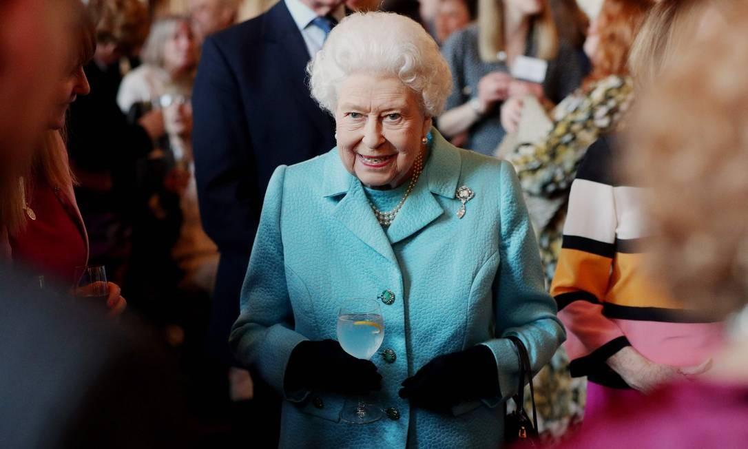 A rainha Elizabeth II, da Grã-Bretanha, conduz uma solenidade para marcar o 100º aniversário do Conselho Nacional de Organizações Voluntárias no Castelo de Windsor. O Conselho representa uma diversa comunidade que conta com mais de 14 mil organizações, que somam um terço de todo o voluntariado no Reino Unido Foto: JONATHAN BRADY / AFP
