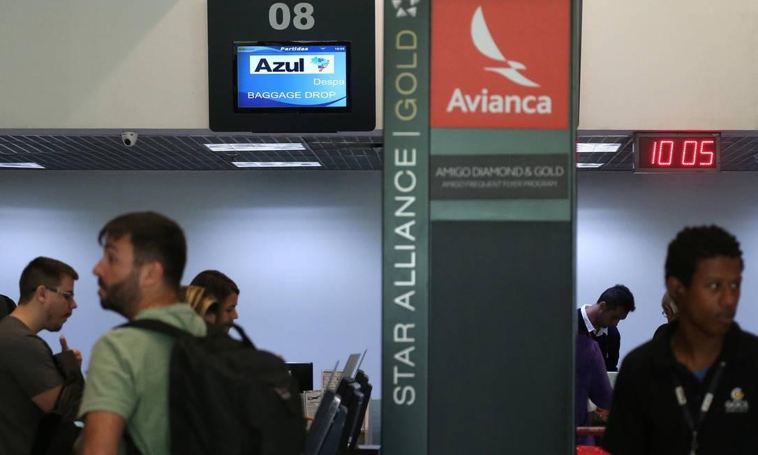 Azul e Avianca terão que informar com destaque possibilidade de cancelamento de passagem sem custo: liminar foi obtida pelo Minsitério Público do Rio Foto: SERGIO MORAES/Reuters/11-03-2019