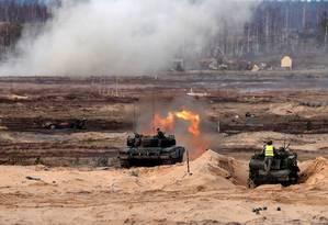 Tanque polonês dispara durante exercícios militares da Otan na Letônia: aliança encara novos desafios pós-Guerra Fria Foto: INTS KALNINS/REUTERS/29-03-2019