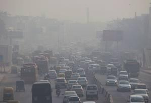 Trânsito em Nova Déli: poluição do ar é considerada uma epidemia global Foto: XAVIER GALIANA / AFP/6-12-2018