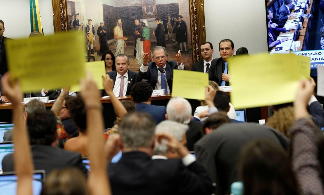 O ministro da Economia, Paulo Guedes, em audiência na CCJ da Câmara Foto: Adriano Machado / Reuters