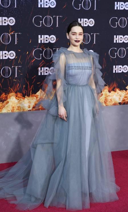 Emilia Clarke, que vive Daenerys Targaryen, foi um dos destaques da noite. Na TV, 'Game of thrones' retorna em 14 de abril Foto: CAITLIN OCHS / REUTERS