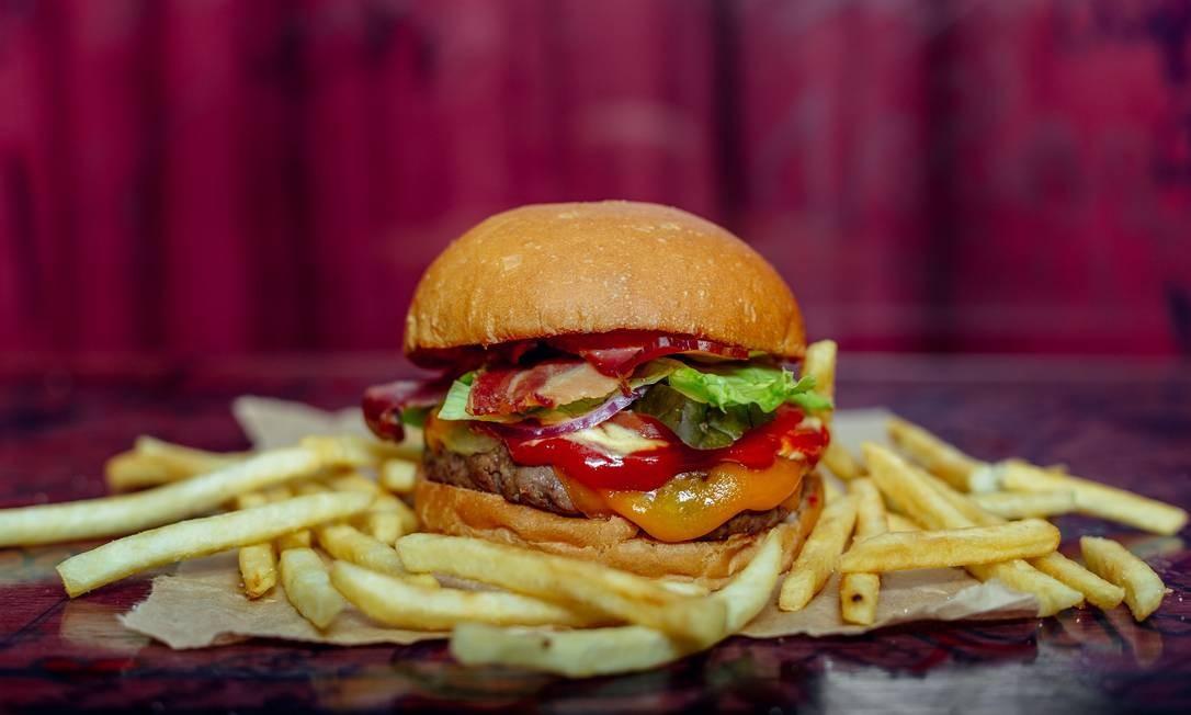 Dieta ocidental, com muita carne, muito sal e muita gordura, causa doenças cardíacas, câncer e diabetes Foto: Thays Bittar