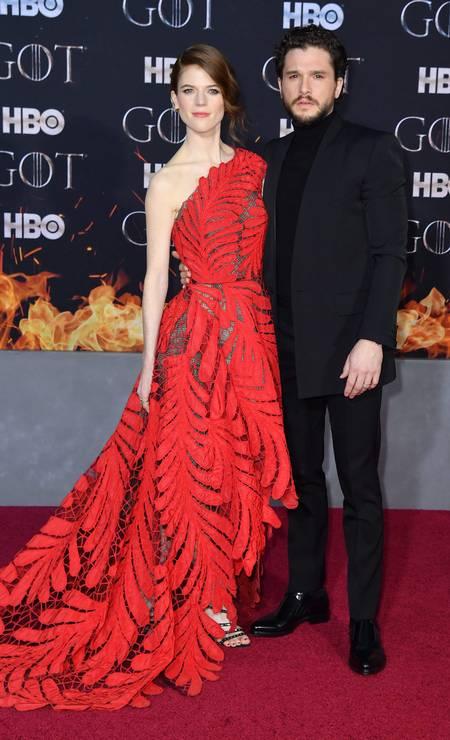Kit Harington (Jon Snow), posa com a mulher, a atriz Rose Leslie, que vive Ygritte na série Foto: ANGELA WEISS / AFP