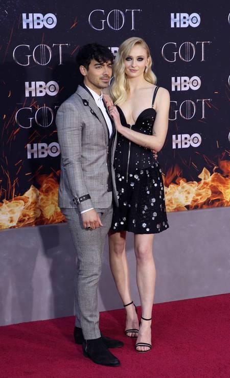 Sophie Turner posa com o namorado, o cantor Joe Jonas Foto: CAITLIN OCHS / REUTERS