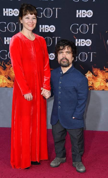 Peter Dinklage (Tyrion Lannister) posa com sua mulher, a atriz e diretora Erica Schmidt Foto: ANGELA WEISS / AFP