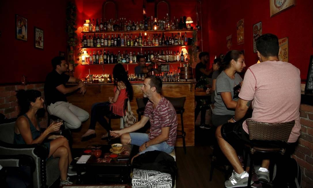 Shake Speakeasy: só cabem 22 por vez, nada de bebida sem álcool (refrigerante nem pensar), e música só se for bem baixinha Foto: Fábio Guimarães / Fábio Guimarães