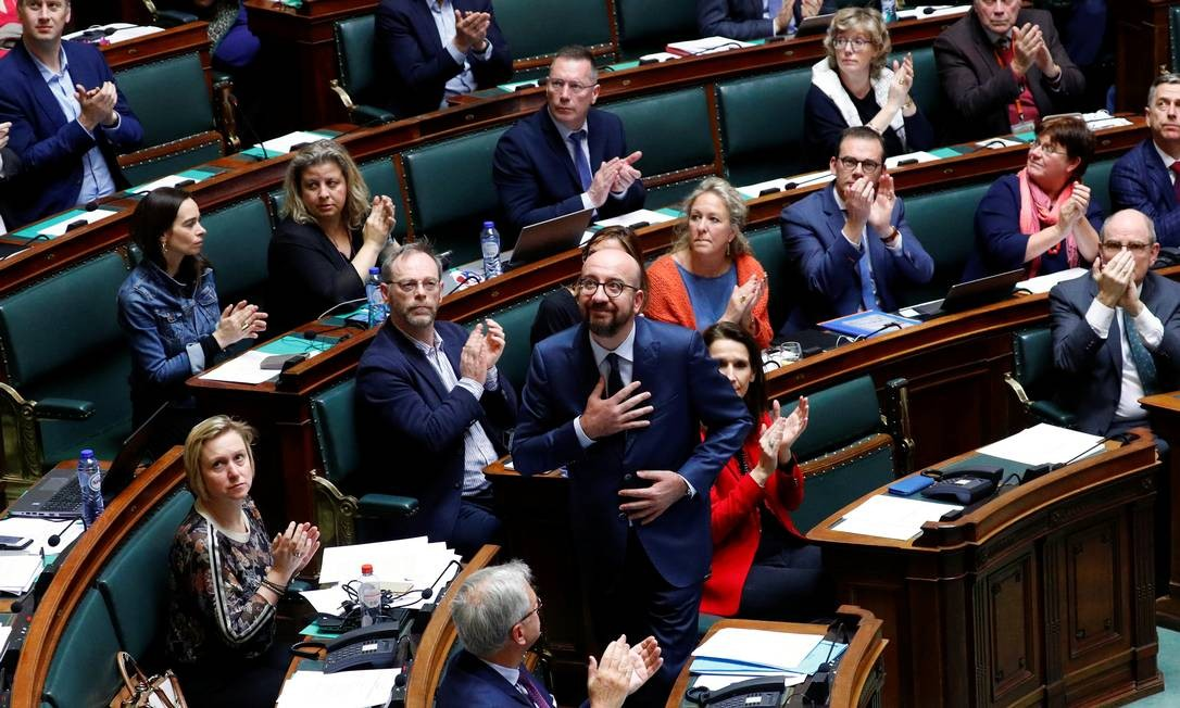 O premier belga Charles Michel durante discurso no Parlamento: pedido de desculpas por segregação e separação de famílias durante a colonização Foto: FRANCOIS LENOIR / REUTERS
