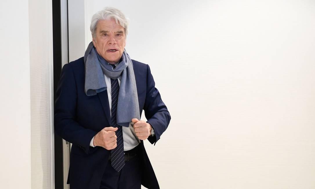 O empresário francês Bernard Tapie, após a suspensão de seu julgamento por ter fraudado o estado francês em quase meio bilhão de euros com um grande prêmio de arbitragem de 2008 Foto: BERTRAND GUAY / AFP