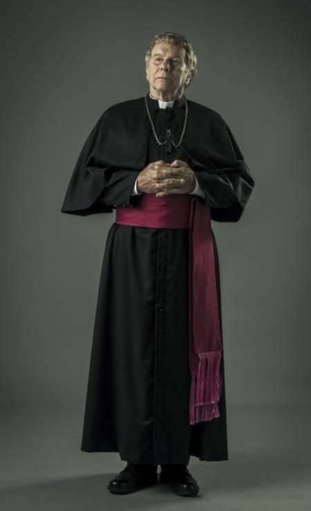 Dom Tadeu (Jonas Bloch): é o poderoso bispo de São Miguel. Controlador, está sempre à espreita, na janela da diocese, vigiando o movimento na cidade Foto: Mauricio Fidalgo / TV Globo