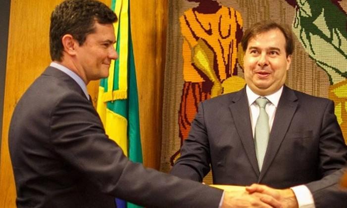O ministro Sergio Moro e o presidente da Câmara Rodrigo Maia Foto: Daniel Marenco / Agência O Globo