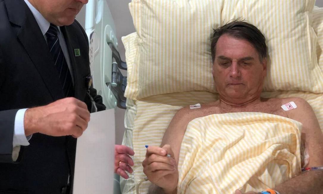 Entre o fim de janeiro e a primeira quinzena de fevereiro, Bolsonaro ficou 17 dias internado no hospital Albert Eintein, em São Paulo, para retirar a bolsa de colostomia que usava desde que sofreu o atentado a faca em setembro Foto: Reuters