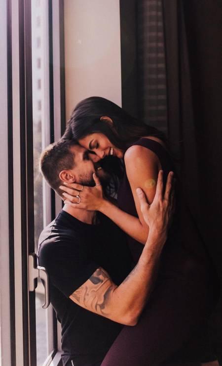 Juntos há três anos, Mari Gonzalez e Jonas Sulzbach protagoziram esse ensaio para celebrar o amor Foto: Mana Gollo