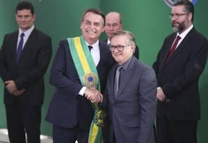 Bolsonaro e Vélez Rodrígues, ministro da Educação indicado por Olavo de Carvalho Foto: Valter Campanato