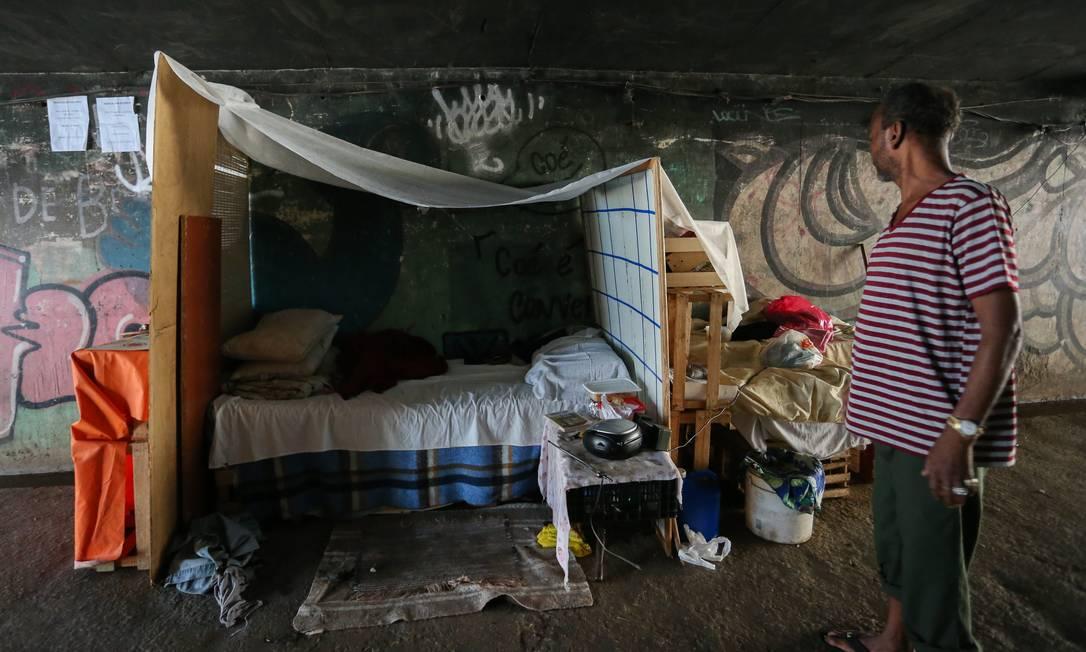 Morador de rua no Rio. Segmento que mais perdeu entidades foi o de defesa de direitos humanos Foto: Pedro Teixeira / Agência O Globo
