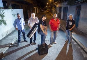 """Intersom. """"Todos os integrantes estão muito afiados, embora tenham mais de 60 anos"""", diz vocalista (à frente) Foto: Bruno Kaiuca / Agência O Globo"""