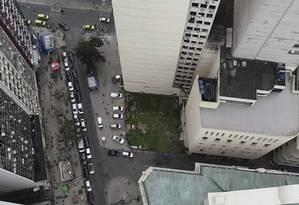 Tragédia. Terreno onde ficava o prédio que desabou no Centro, em 2012 Foto: Renee Rocha