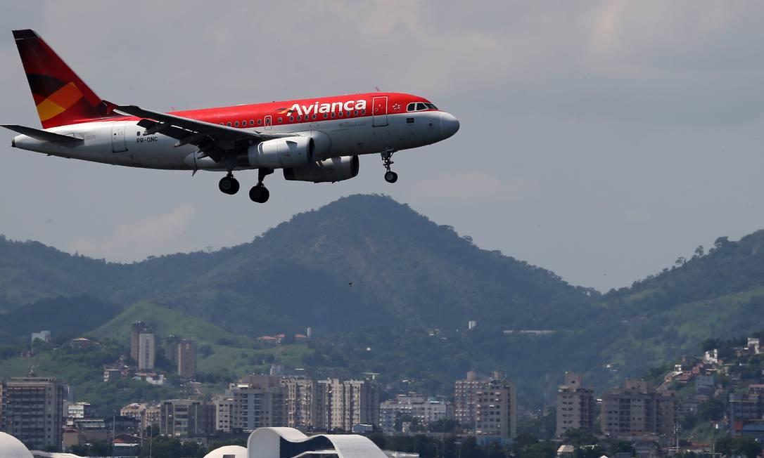 Aeronave da Avianca sobre a baía de Guanabara: recuperação judicial. Foto: SERGIO MORAES / REUTERS