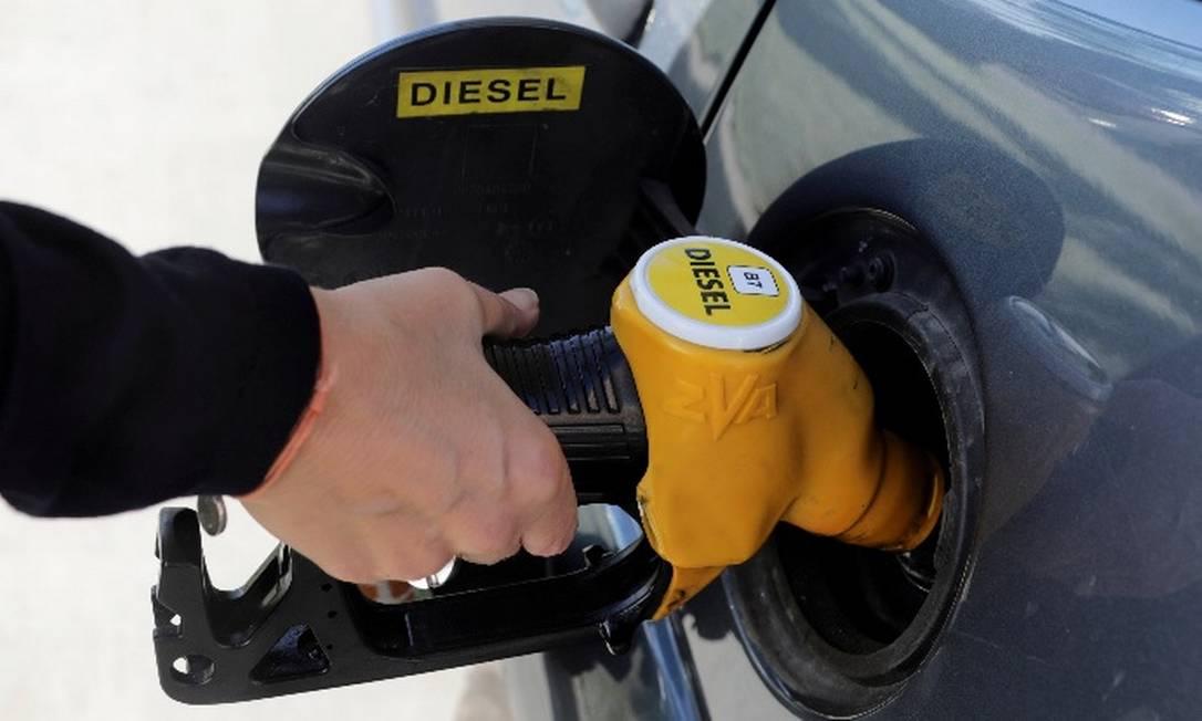 Com queda, preço do diesel foi para R$ 3,549 por litro Foto: / Reuters