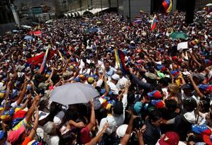 Líder opositor Juan Guaidó é apoiado por multidão durante protesto em Caracas Foto: CARLOS GARCIA RAWLINS 06-04-2019 / REUTERS