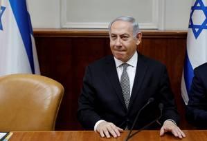 O primeiro-ministro israelense, Benjamin Netanyahu, participa de reunião do gabinete, em Jerusalém Foto: Gali Tibbon 25-02-2018 / REUTERS