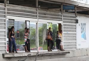 Usuários que usam o sistema sem pagar é um dos problemas do BRT Foto: Arquivo / 28/03/2019 / Guilherme Pinto / Agência O Globo