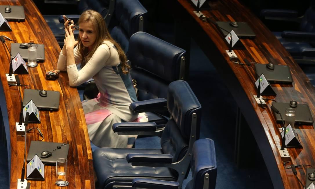 Ex-senadora Vanessa Grazziotin (PCdoB/AM) em plenário durante sessão: não eleita em 2018, ela dá expediente no gabinete de correligionária Foto: Givaldo Barbosa / Agência O Globo