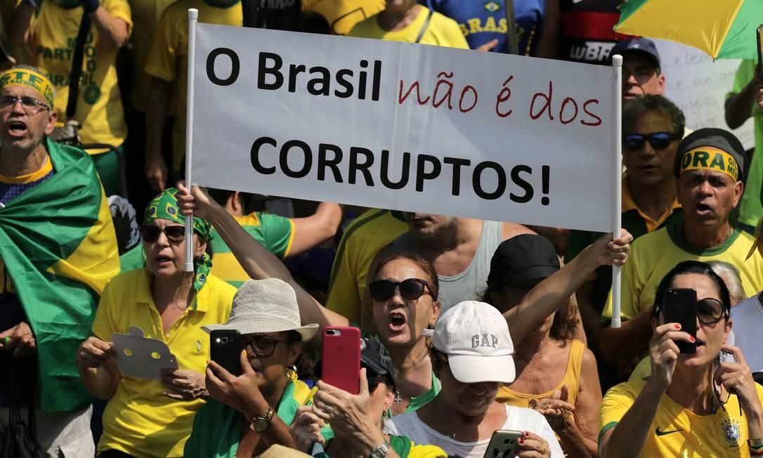Manifestantes contra Lula em SP Foto: STRINGER / REUTERS