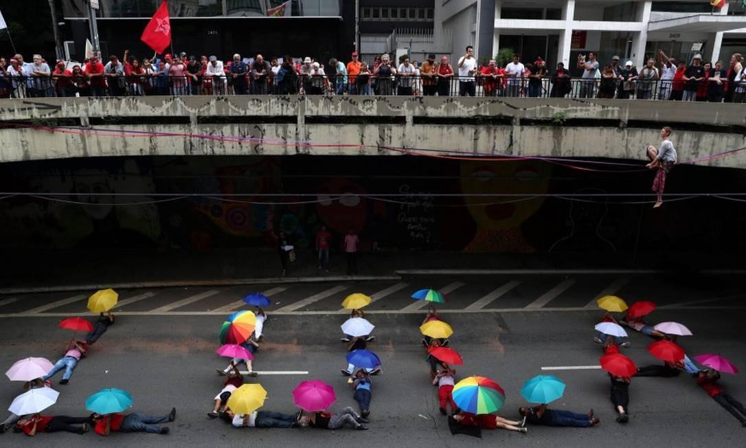 Apoiadores do presidente Jair Bolsonaro chegaram a trocar empurrões e xingamentos com um grupo de petistas na altura do Masp Foto: AMANDA PEROBELLI / REUTERS