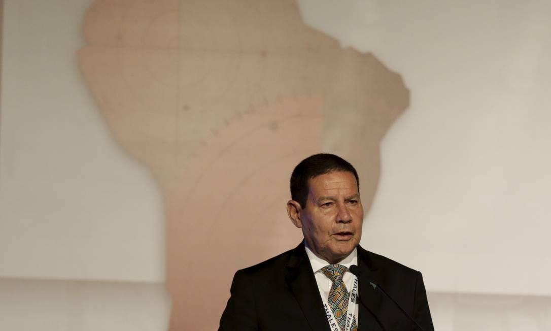 O vice-presidente Hamilton Mourão durante Feira internacional de Defesa e Segurança, no Riocentro Foto: Gabriel Paiva / Agência O Globo