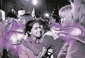 Protesto. Amika George durante um ato da campanha #freeperiod (menstruação livre), em Londres Foto: Dave Benett/Getty Images/20-12-17