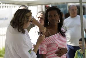 Campanha de vacinação contra a gripe ou influenza começa na quarta-feira Foto: Gabriel de Paiva / Agência O Globo
