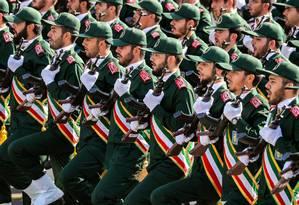 Membros da Guarda Revolucionária do Irã marcham durante parada militar Foto: STRINGER / AFP/22-09-2018